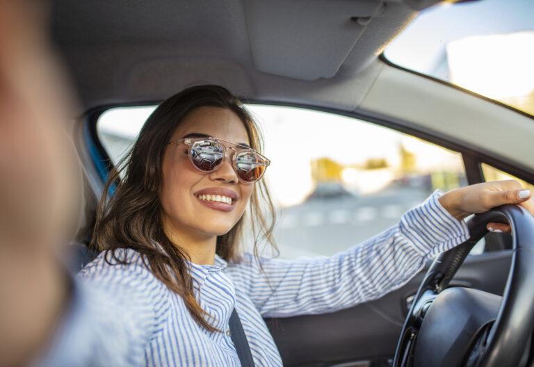 Jeune femme passe le permis