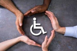 Logo handicap protégé par des mains